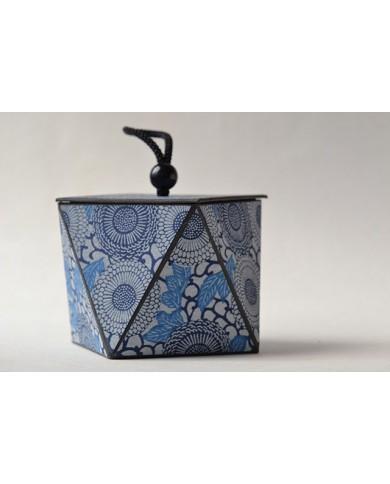 scatola con coperchio blu