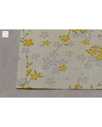 Chiyogami 044 fiori di ciliegio su giallo