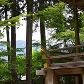 Haiku della domenica...  Nascondendo le montagne il nuovo fogliame scintilla al sole del mattino  Masaoka Shiki (1867-1902)  Sanzen-in, Ōhara, Kyoto 📷 Monoarte photo credit   #haiku #俳句 #poetry #japanesepoem #masaokashiki #sanzenin #三千院 #ohara_temple #kyoto #japanasetemple #authenticjapan #japan #zen #monoarte